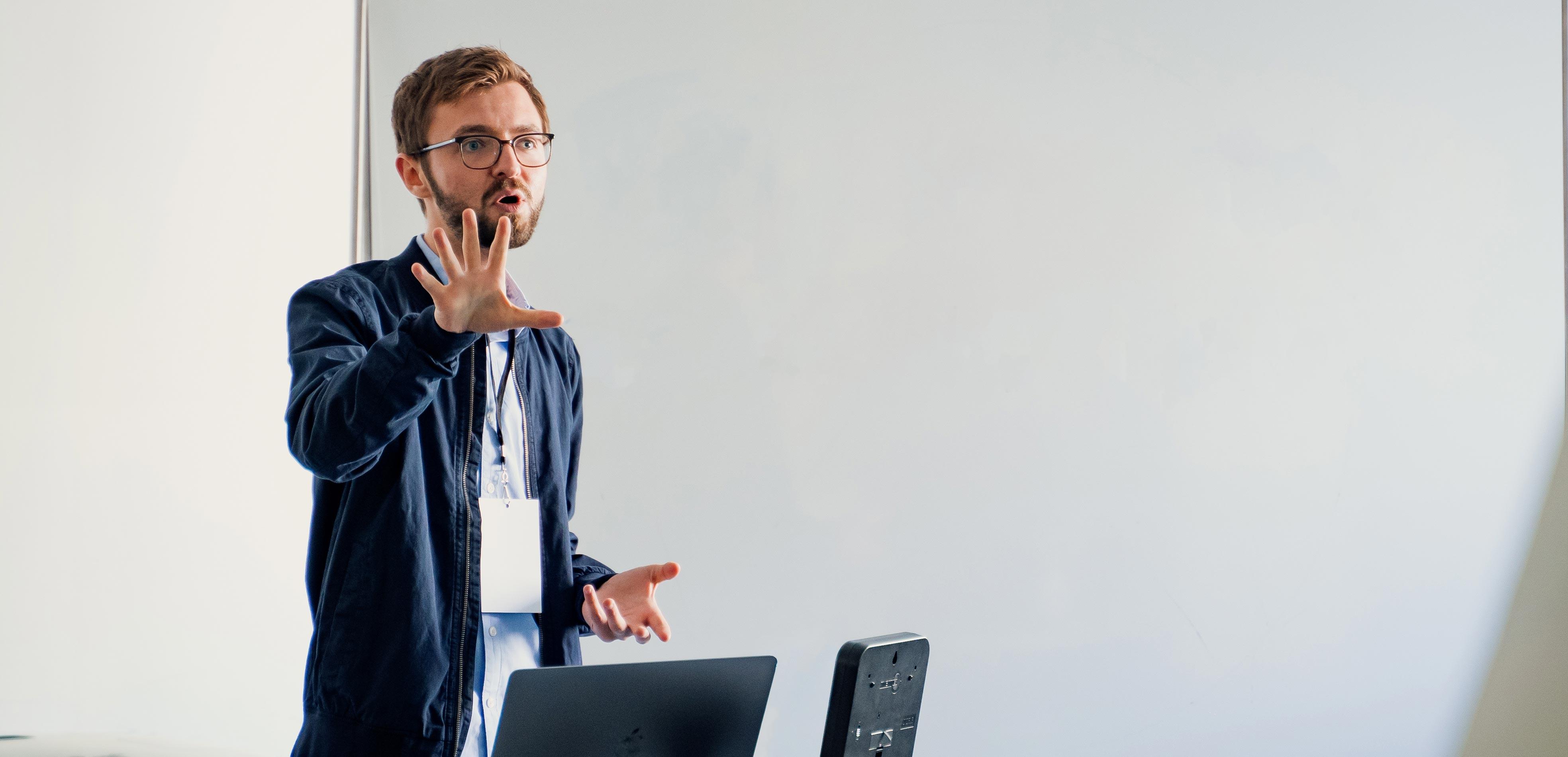 enes-uenal-keynote-speaker-storytelling
